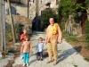 Paolo a Calcata con nipotini